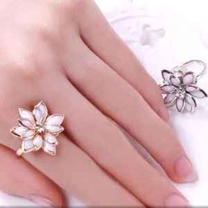 Charming Silver Flower Ring!!!